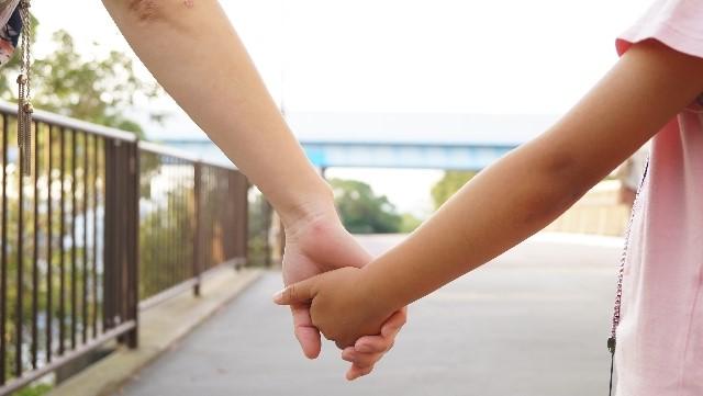 手をつなぐ (2)