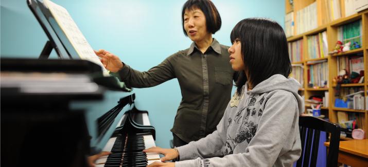 支援を受ける子ども(ピアノ教室)