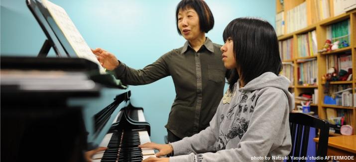音楽を習う子ども